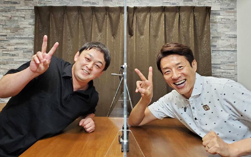 向田真優選手のコーチ志土地翔大さんと2ピース